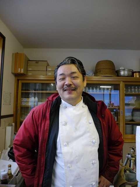 ④大船渡ポルコロッソの山崎シェフは被災地ど真ん中に店があるので、もほとんど毎日のように炊き出し。もちろん人件費は出ない。