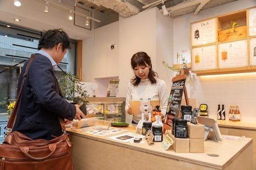 HARUジュースは予約販売が多く、健康を気にするリピーターが昼時にドカッと買っていくことが多いのだそうだ。